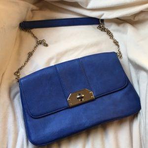 Royal blue shoulder bag with gold chain